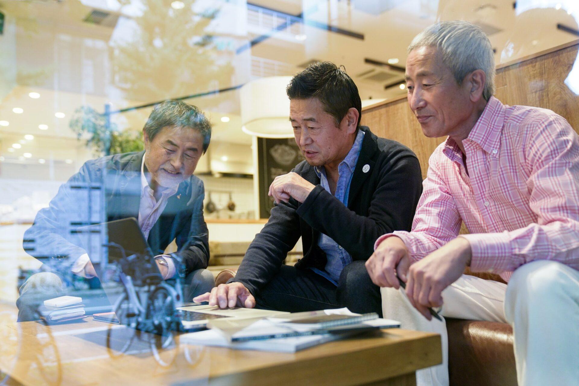 幅広い年齢層、さまざまな職業の経営者が参加しています
